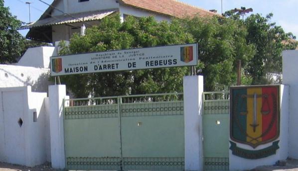 La gendarmerie fouille Rebeuss : Plusieurs téléphones portables, puces téléphoniques et armes blanches saisis