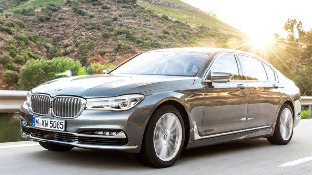 Cheikh Amar offre au Khalife général des mourides une BMW dernier cri (regardez photos)