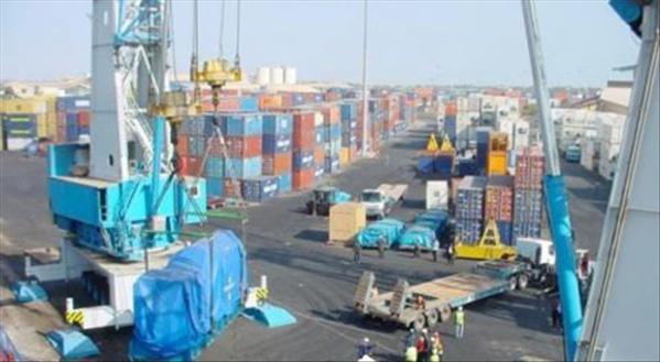 Bataille rangée au Port : Des policiers tabassent un douanier