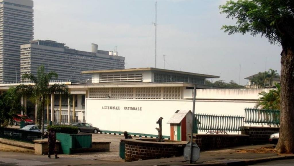 Côte d'Ivoire: le Parlement vote pour sa nouvelle Constitution