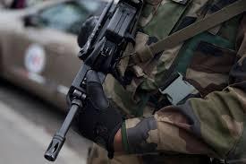 Le militaire S.D. se fait passer pour un gendarme. Il encourt deux ans dont 6 mois ferme