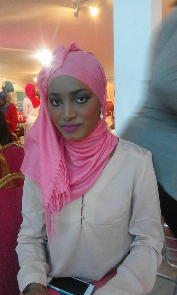 Voici la sublime assistante de l'industriel Cheikh Amar !   Ce qu'on sait de Souadou...