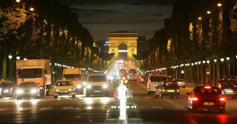 Fusillade sur les Champs-Elysées : un policier tué, un assaillant abattu