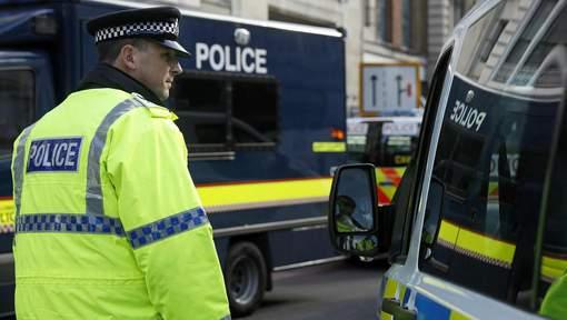 Angleterre : Un homme armé d'un couteau retient des otages