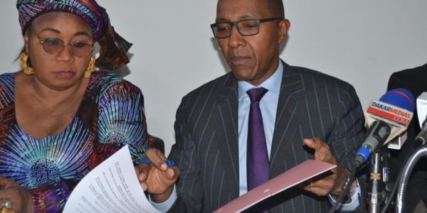 Abdoul Mbaye : « Si le Thierno Alasane Sall que je connais, a refusé de signer l'accord avec Total, c'est qu'il y a anguille sous roche »