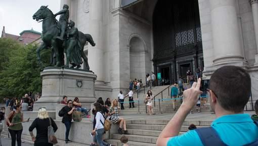 La chasse aux symboles racistes continue à New York