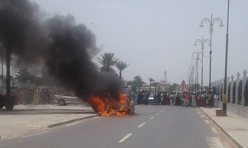 Mosquée de Touba – Une voiture prend feu