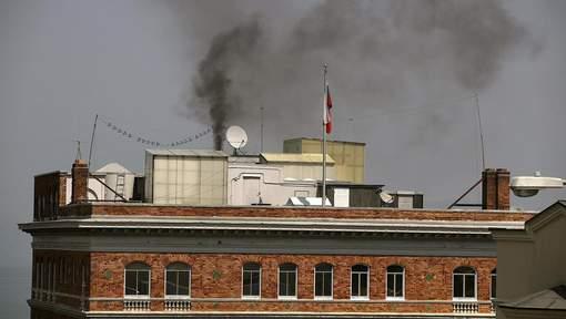 Une mystérieuse fumée noire sort du consulat russe de San Francisco