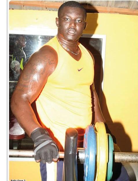 Lutte – Balla recrute un bodybuilder pour battre…