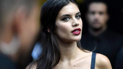 """Sara Sampaio """"harcelée et maltraitée"""" pour poser nue dans Lui"""