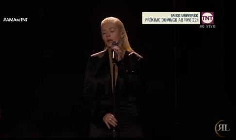 L'émouvante performance de Christina Aguilera en hommage à Whitney Houston