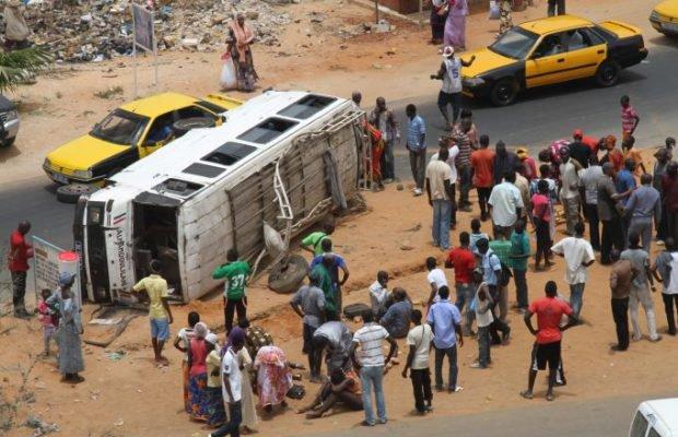 """Accident sur la route du Gamou: des victimes lors d'une collision entre un car """"Ndiaga Ndiaye"""" et un """"7 places"""""""