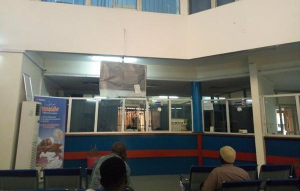 A l'agence Senelec de la Patte d'Oie, il y a zéro personnel sur les cinq guichets ce mercredi... Tous partis au Gamou