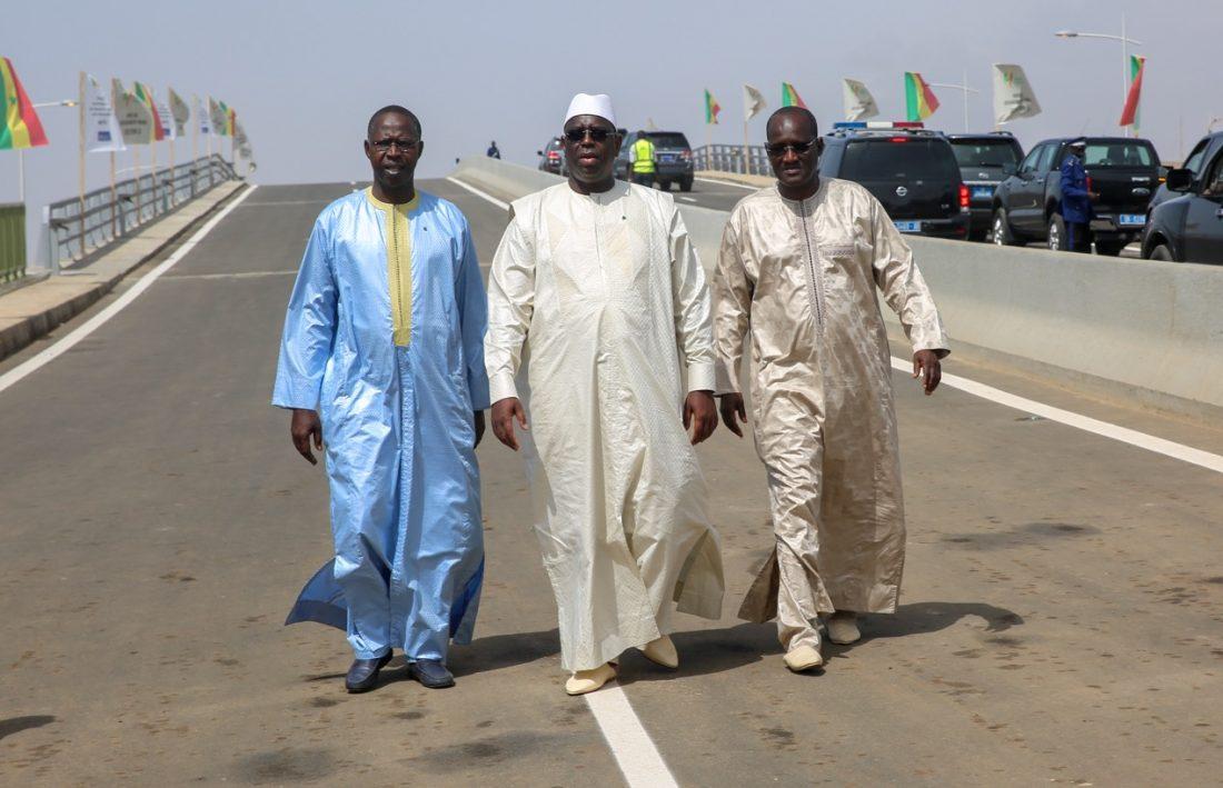 Macky s'approprie l'AIBD et casque des briques de publi-reportage à Jeune Afrique