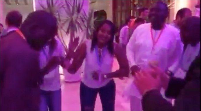 Youssou Ndour fait danser La nouvelle femme du ministre Mame Mbaye Niang