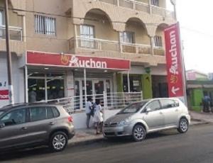 Cinq arrestations à l'ouverture d'Auchan à Mbour
