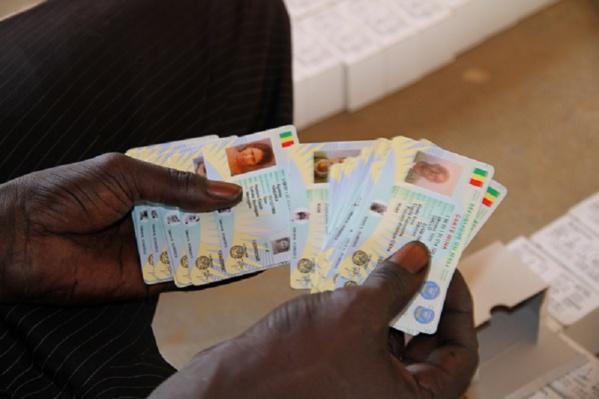 Carte nationale d'identité : la validité prorogée encore jusqu'au 30 avril 2018
