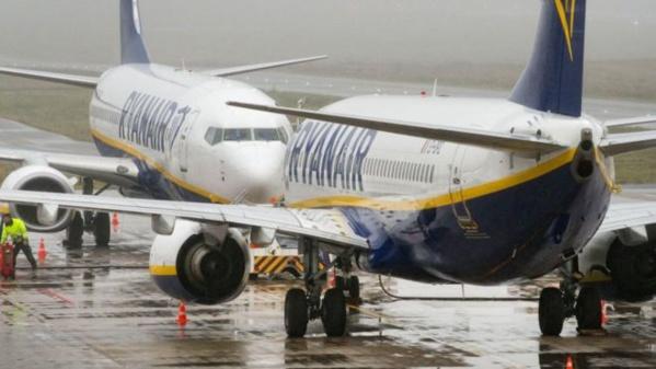 Espagne : un passager s'installe sur l'aile d'un avion