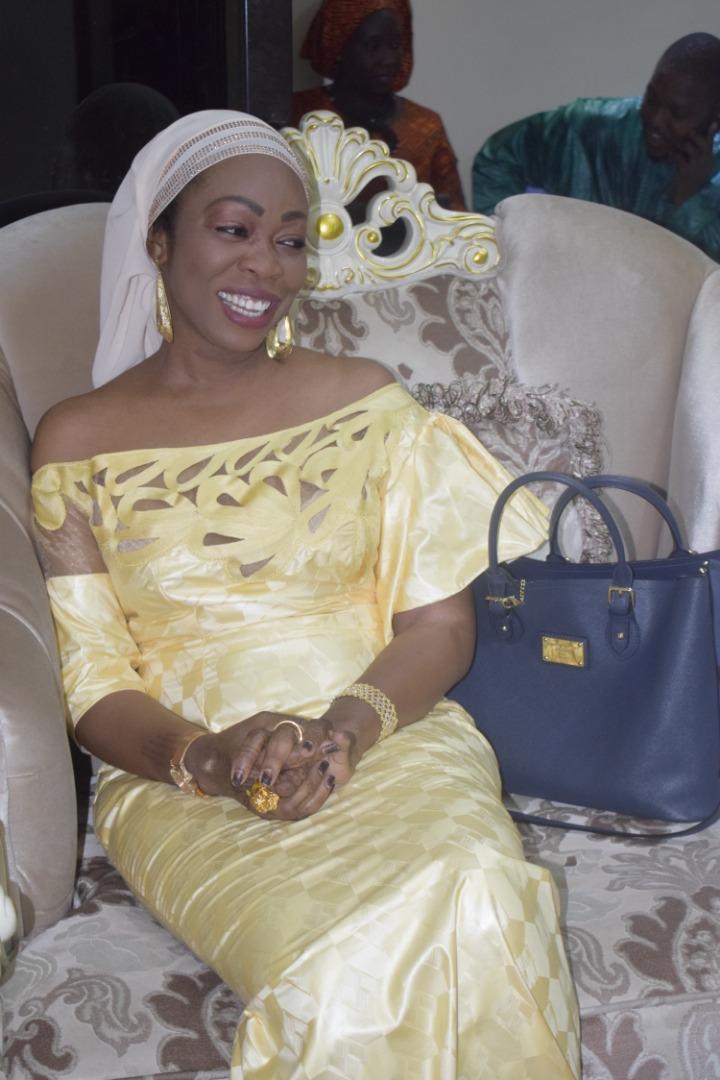Adja Aby Ndour sublime dans sa tenue traditionnelle