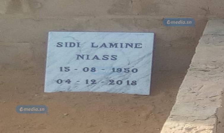 PHOTOS : LA PRÉPARATION DE LA TOMBE DE SIDY LAMINE À YOFF