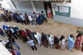 Présidentielle au Sénégal : forte affluence dans les bureaux de vote à la mi-journée
