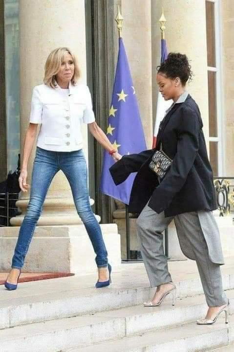 Arrêt sur image! Pourquoi Mme Macron écarte toujours les jambes ?