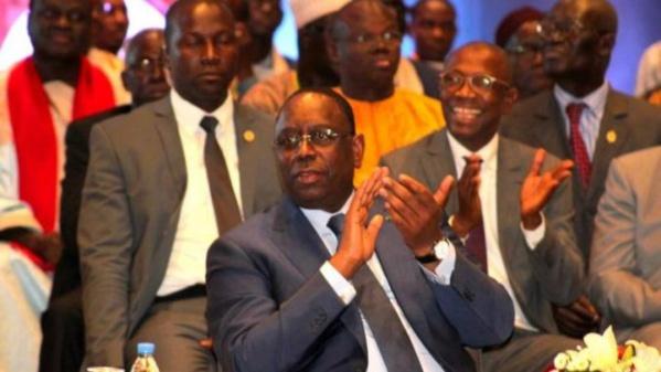 Macky Sall offre un million à chaque député