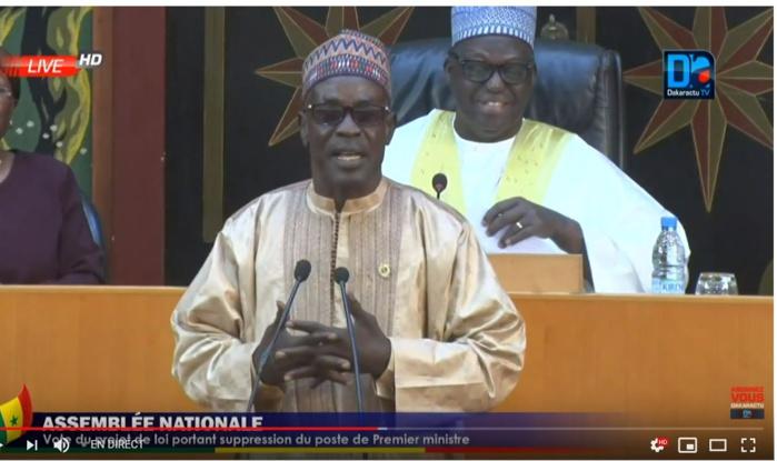 La grosse bourde du député Momath Sow : « Je suis un député de Macky Sall, je ne me tarde même pas à lire les projets de loi, je les vote les yeux fermés! »