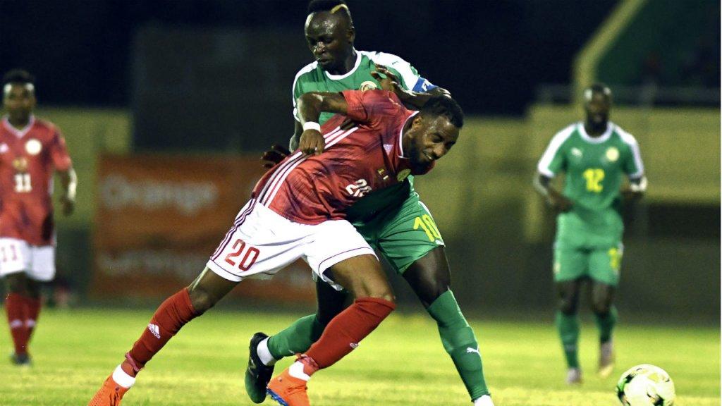 Lors des éliminatoires, les Malgaches de Romain Metanire (ici en rouge) ont su résister aux Sénégalais emmenés par Sadio Mané (en vert)