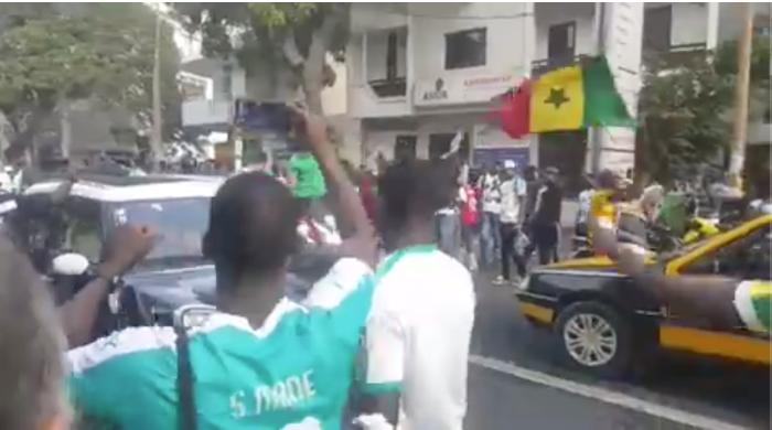 Liesse populaire à Dakar après la victoire des Lions