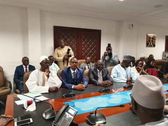 Cérémonie protocolaire de passation de service entre Cheikh Ahmed Tidiane Ba et Bassirou Samba Niasse, nouveau DG des Impôts et Domaines. (IMAGES)