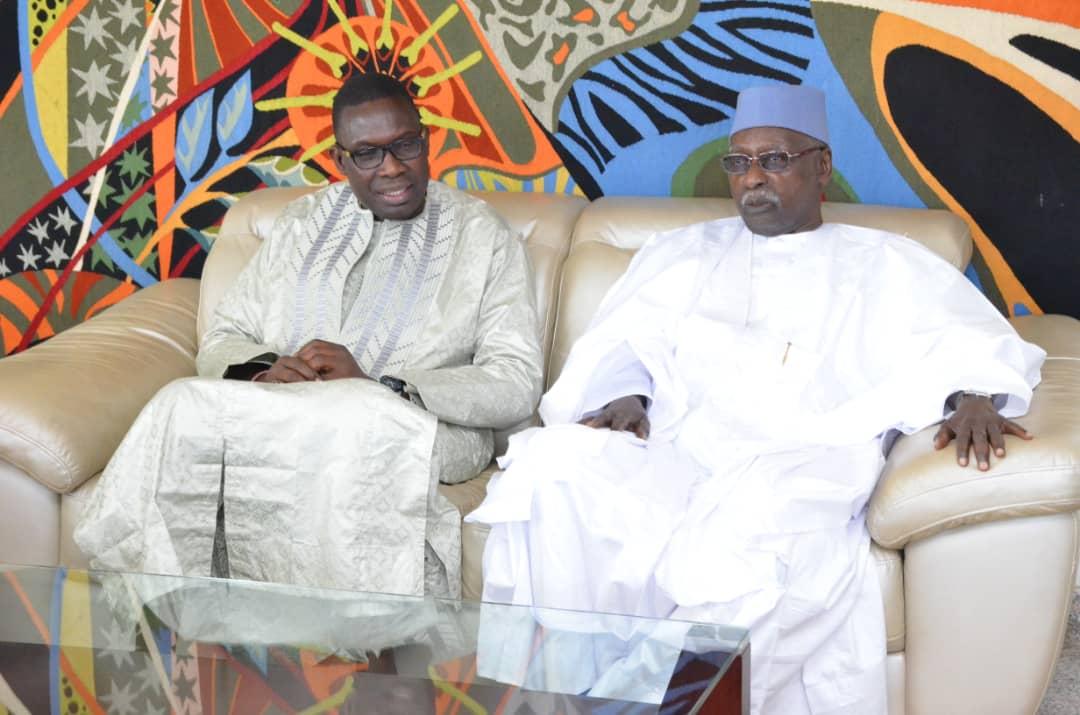 Le khalife Général des Tidianes Serigne Mbaye sy mansour rend visite à son neveu le Président Ibrahima Sall .