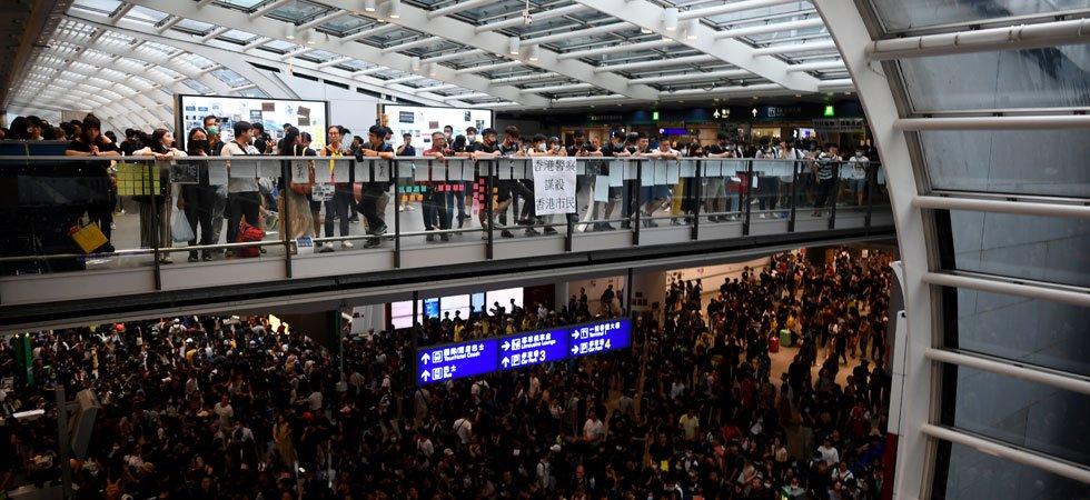 L'aéroport de Hong Kong paralysé par un sit-in rassemblant 5 000 manifestants