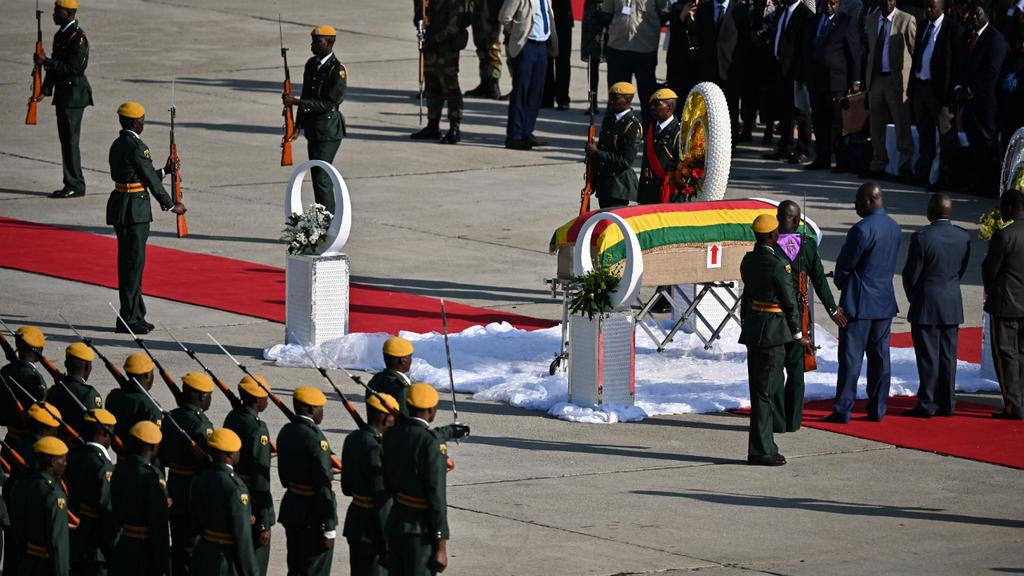 Ce que l'on sait de la dépouille de Robert Mugabe rapatriée au Zimbabwe