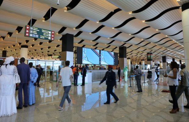Ils fermaient les yeux sur de faux documents de voyage : La SR cueille trois contrôleurs à l'Aibd