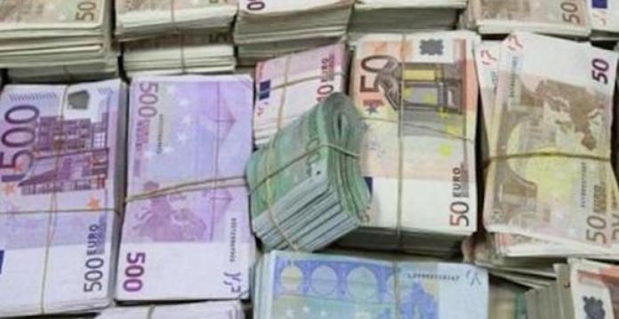 Trafic de devises : Deux agents du ministère des Affaires étrangères arrêtés à Paris avec 100 000 euros