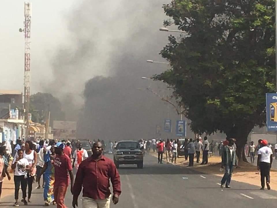 Gambie: le gouvernement dément la mort de manifestants et interdit le collectif anti-présidentiel