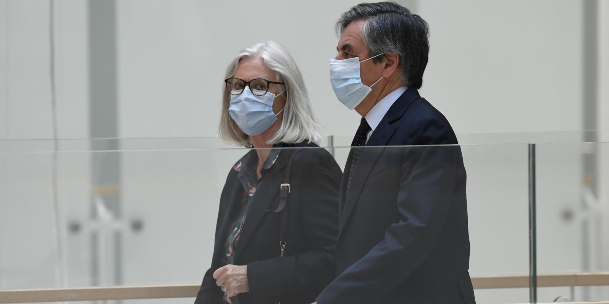 Soupçons d'emplois fictifs : François Fillon et son épouse Penelope jugés coupables