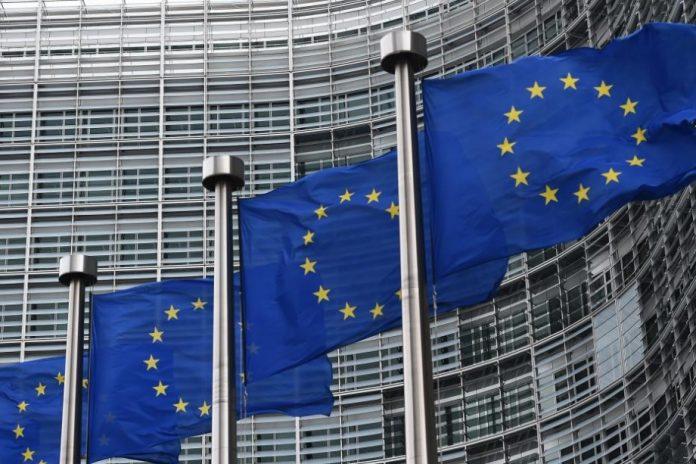 Covid-19: l'UE conclut les discussions avec Sanofi pour l'achat de doses d'un potentiel vaccin