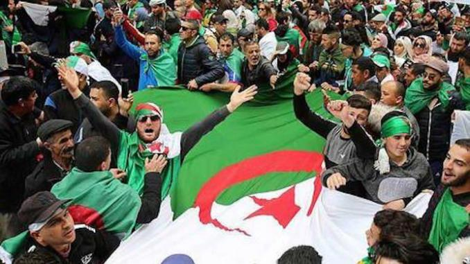 Algérie : une marée humaine pour le deuxième anniversaire du Hirak
