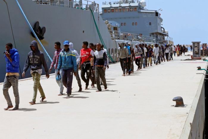 Près de 500 migrants sauvés en Méditerranée, une vingtaine a chaviré lors de l'un des sauvetages