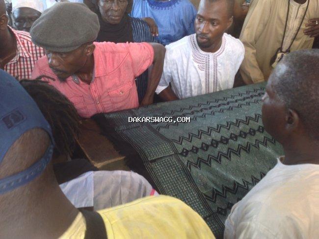 Tristesse et consternation à la levée du corps de Moussa Ngom (image)