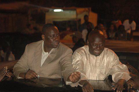 """Suite aux attaques du Pr Gambien, Nazir Souleymane, proche du Pr Macky Sall, sort du bois et sonne la contre-attaque: """" Il est temps de répliquer (...) Yahya Jammeh est atteint par le syndrome  du  """"khamadi""""  (...)"""