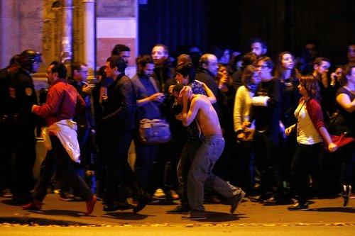 """Attaques à Paris: """"Comme en temps de guerre"""" raconte une Niçoise présente à côté du Bataclan"""
