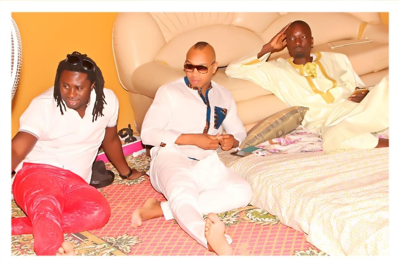 EXCLUSIF DAKARPOSTE!   L'international de foot, Elhaj Diouf et le lutteur Modou Lo filmés dans les champs du marabout Serigne Ahma Mbacké