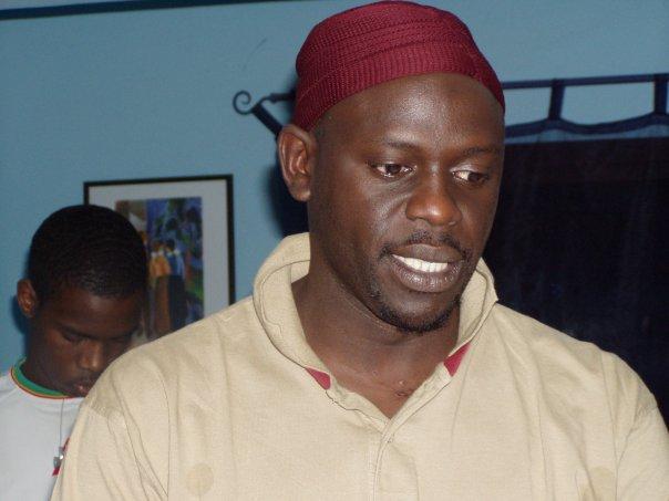 """""""Cette brave croyante dame que tu insulte a peut-être aidé ta maman à t'accoucher"""" a répliqué Daouda Faye au rappeur Niagass"""