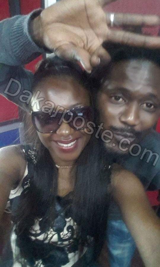 """Le selfie """"collé la petite"""" entre le chanteur Tapha Diarabi et la belle animatrice Fatim O"""