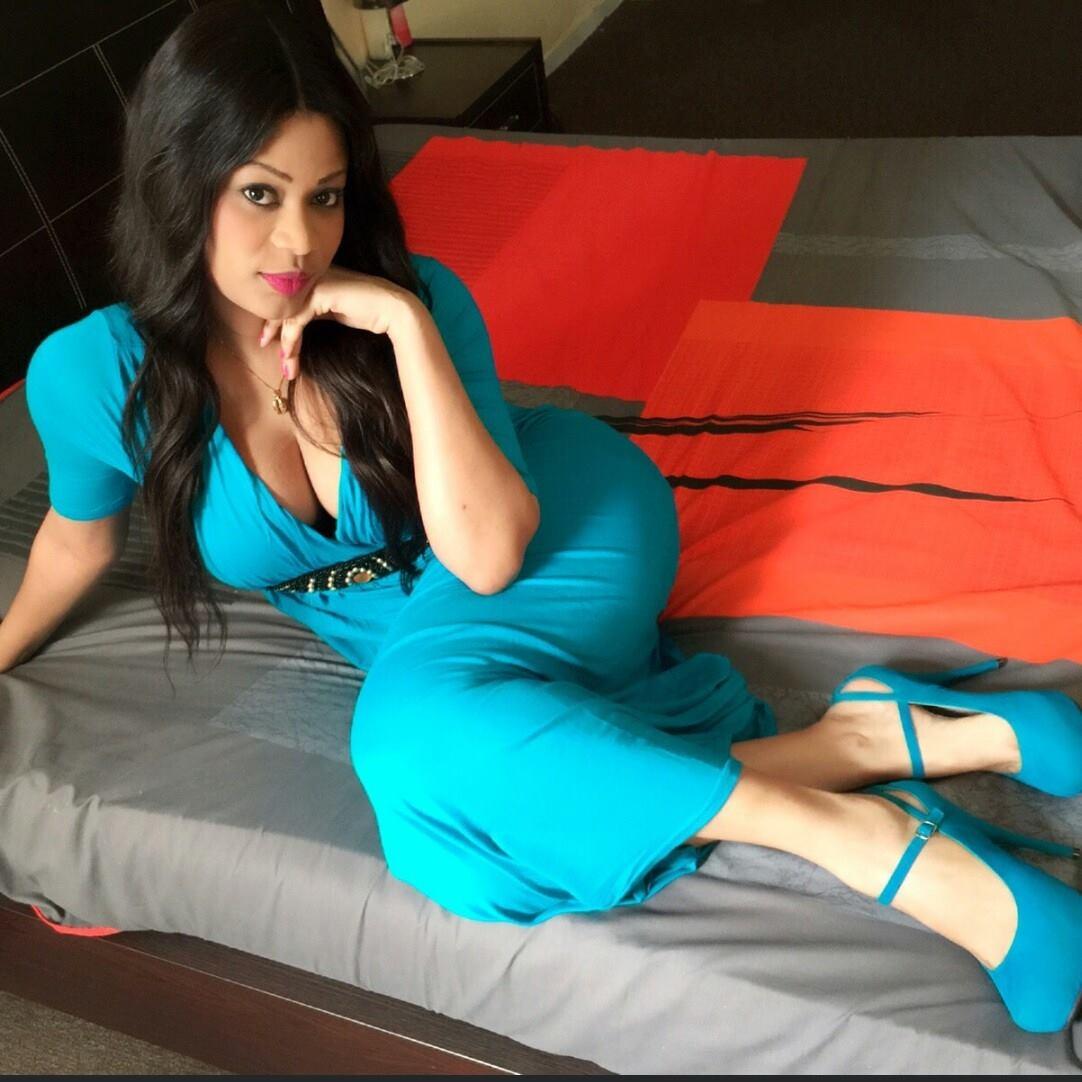 La charmante Samira croque la vie à pleines dents