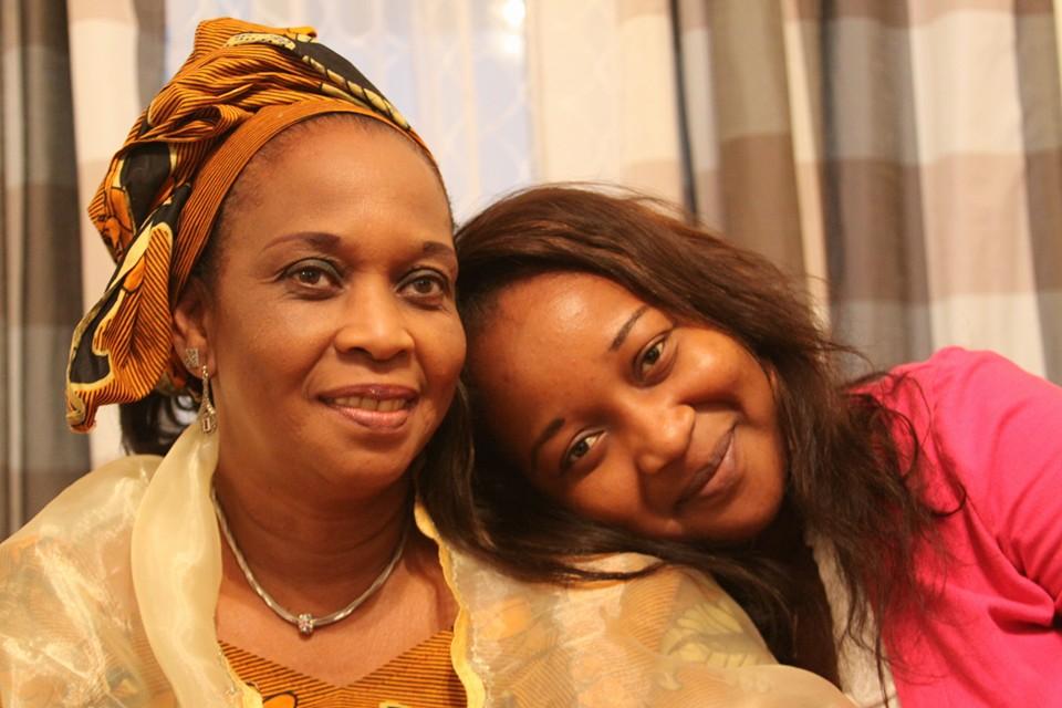 La belle complicité entre notre consoeur Diabou Bessane et sa maman!