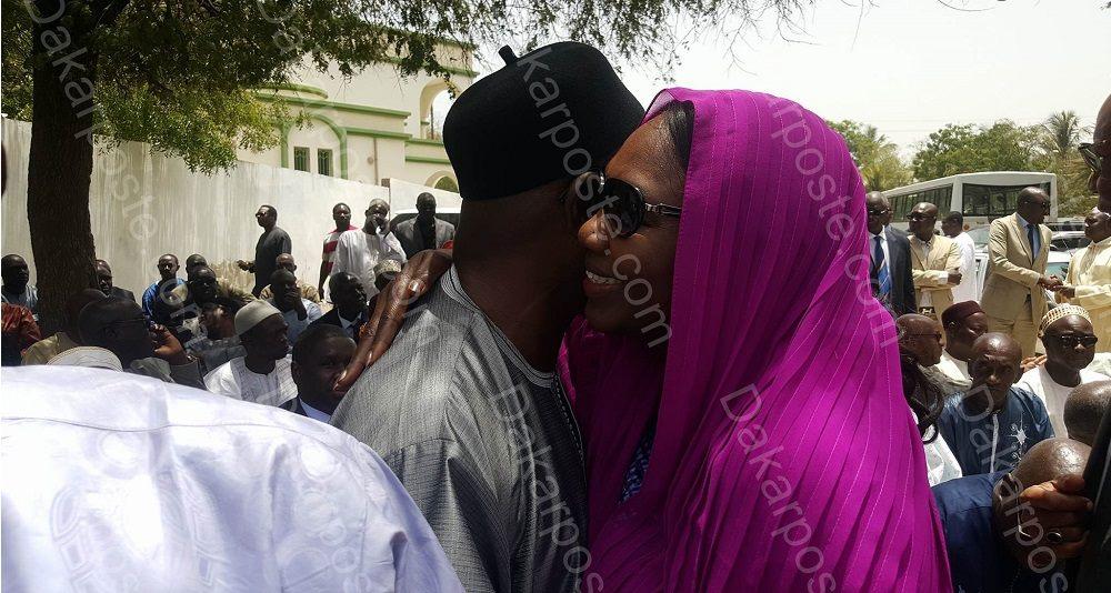 "Chaleureuse accolade entre Aminata Tall et son ex ""frère"" de parti Cheikh Tidiane Sy"